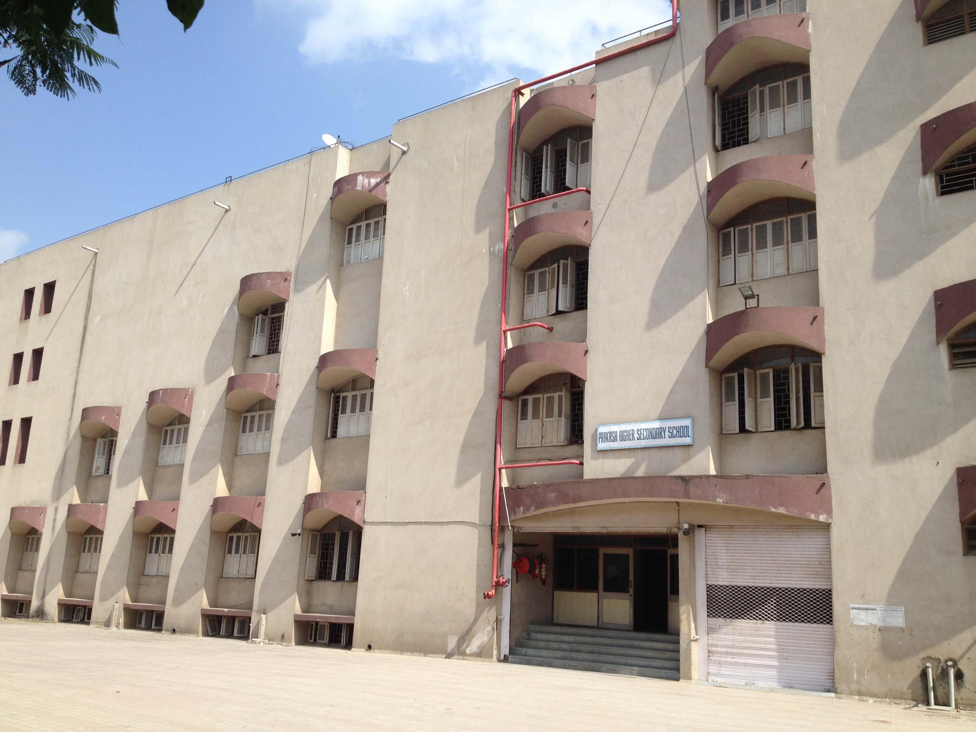 PRAKASH SR SEC SCHOOL NEAR SANDESH PRESS BODAKDEV AHMEDABAD GUJARAT 430001