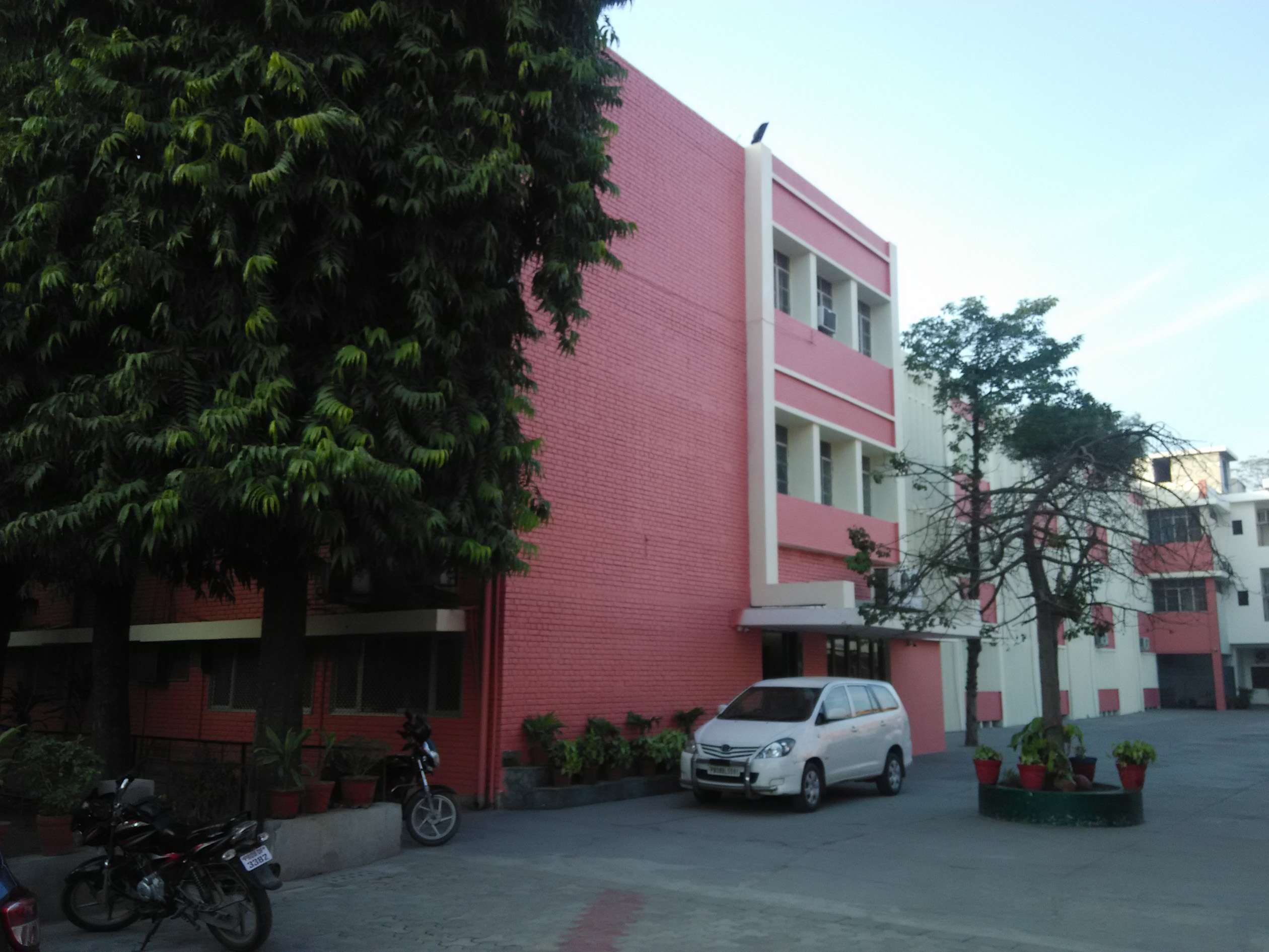 APEEJAY SCHOOL NEW JAWAHAR NAGAR MAHAVIR MARG JALANDHAR CITY PUNJAB 1630010