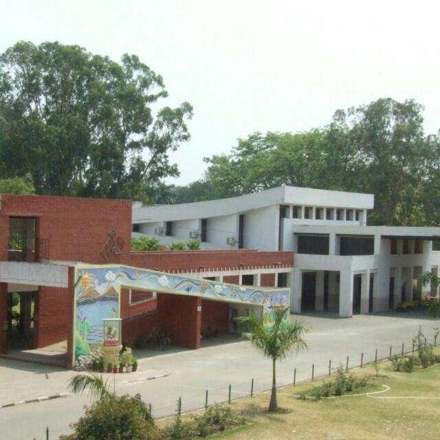 GOVT MODEL SR SEC SCHOOL SECTOR 10 A CHANDIGARH 2620003