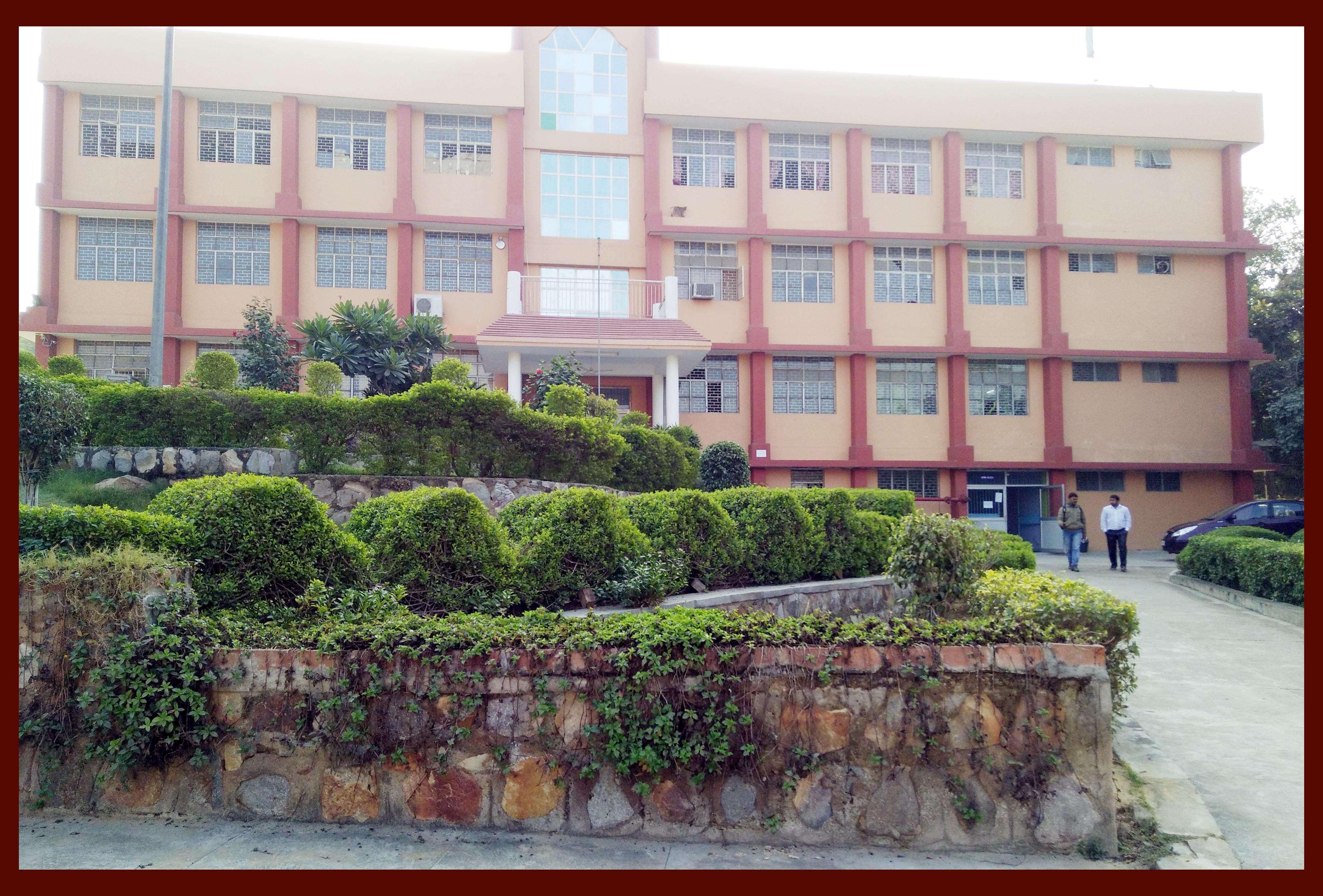 SAINT BRIJMOHAN LAL SR SEC SCHOOL V amp PO ANANGPUR DISTT FARIDABAD HARYANA 530484