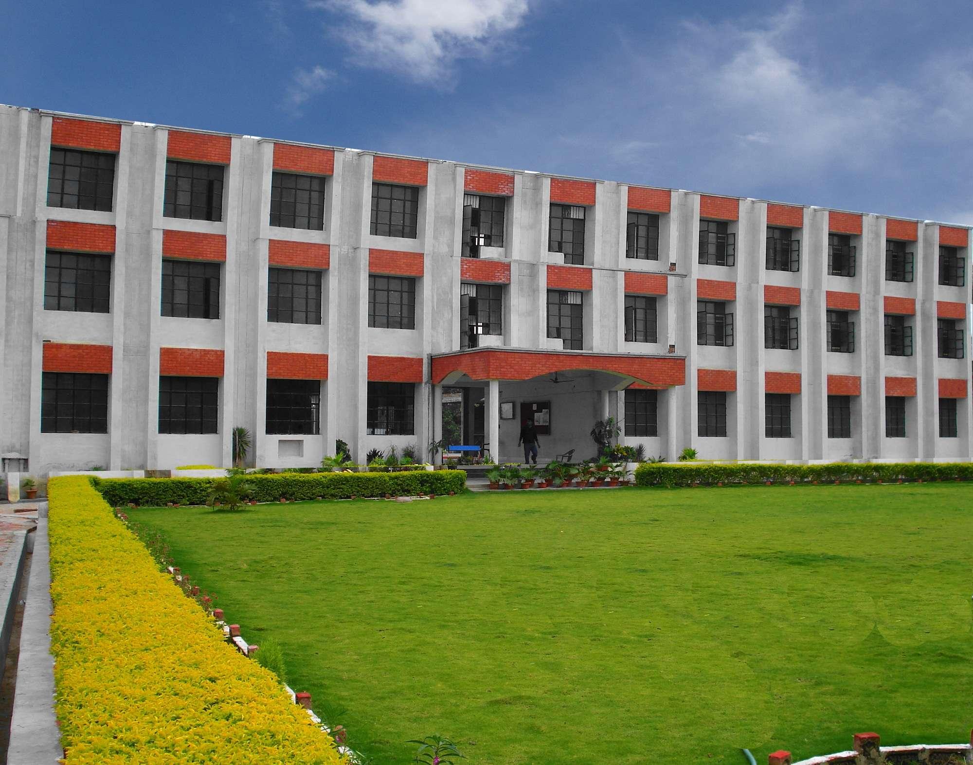SHARADA PUBLIC SCHOOL BAUDH PARIPATH TULSIPUR ROAD BALRAM PUR UP 2130729