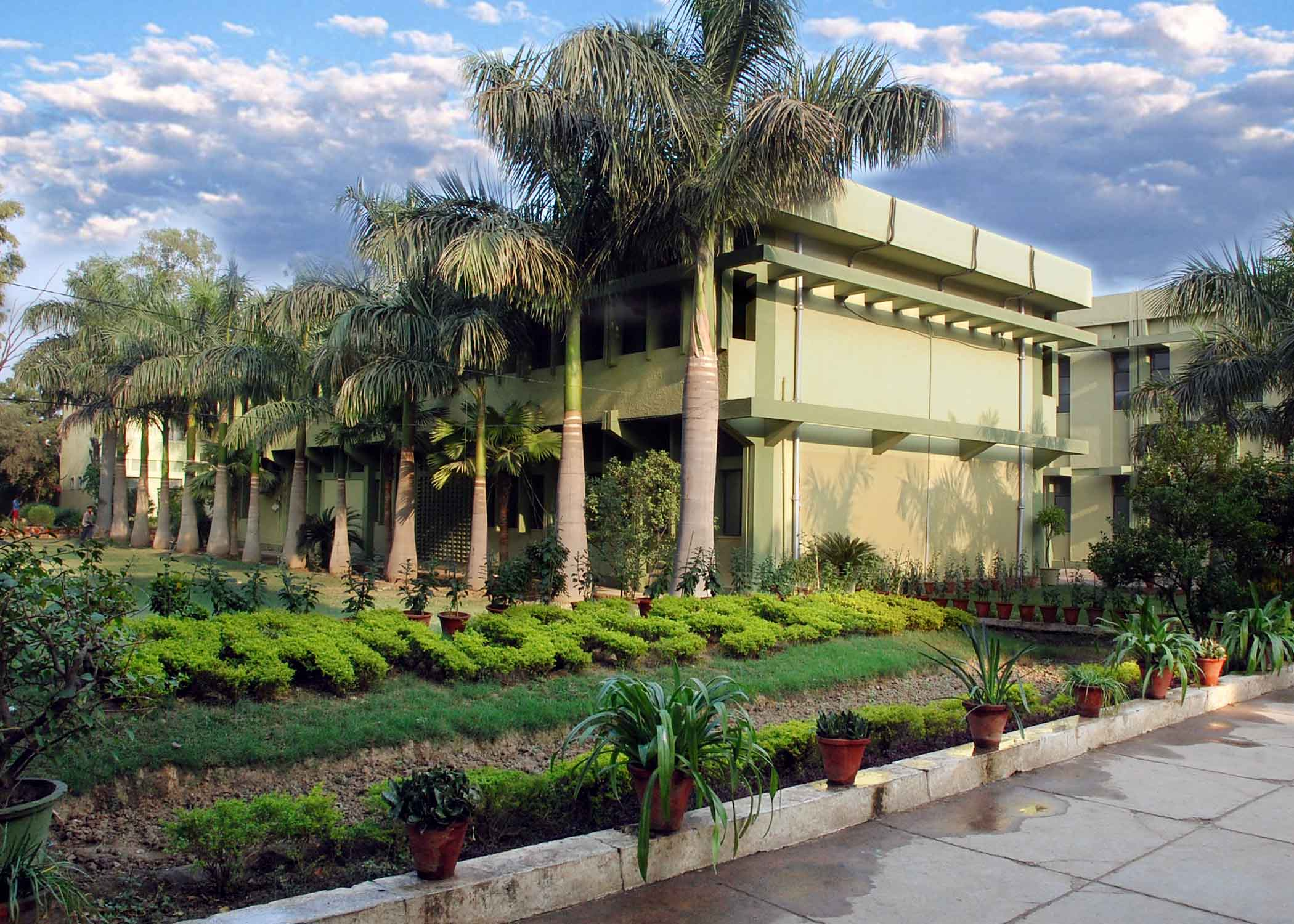 RAMJAS SCHOOL SECTOR IV R K PURAM NEW DELHI 2730020