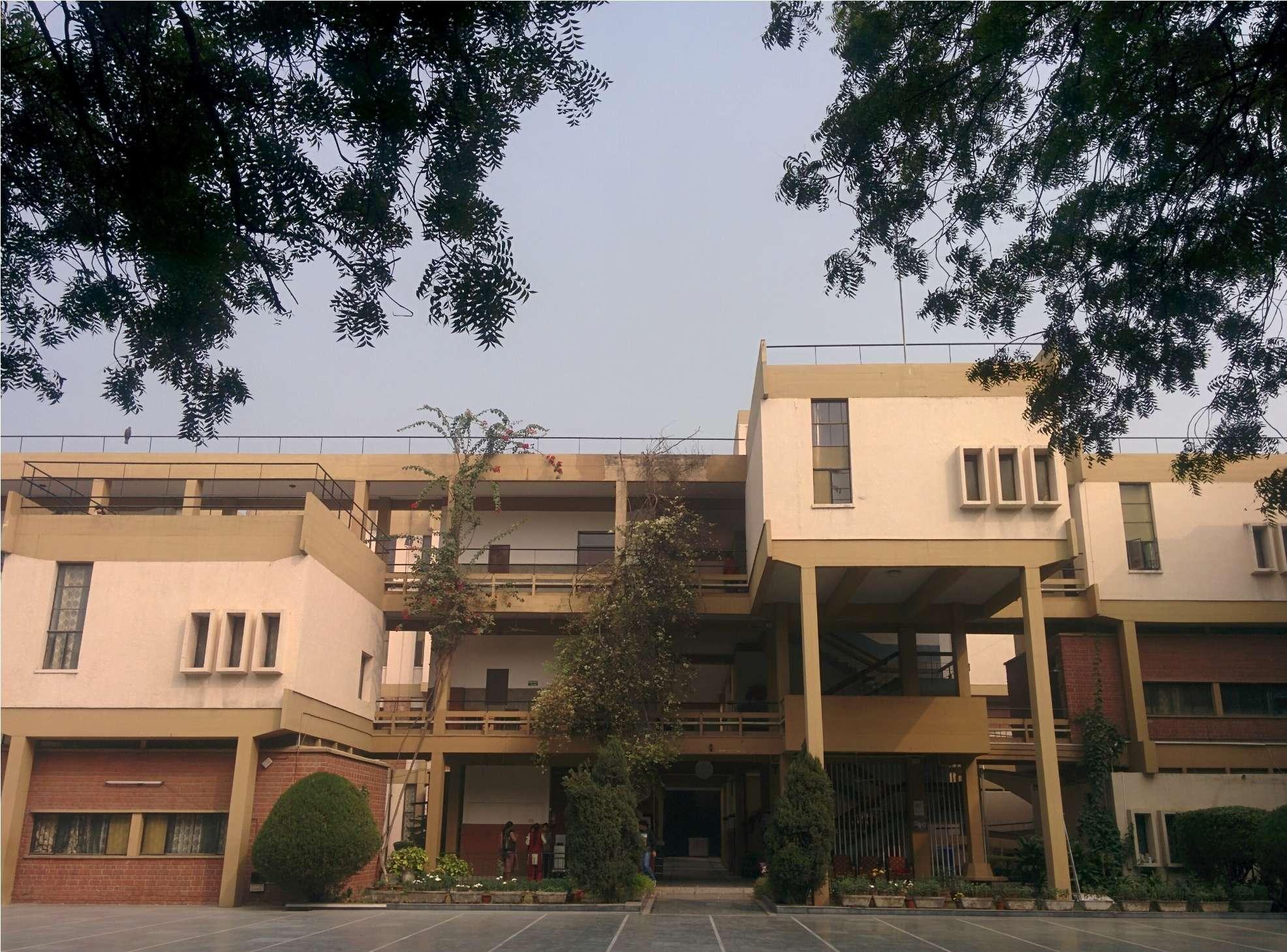 CARMEL CONVENT SCHOOL DIPLOMATIC ENCLAVE CHANAKYAPURI NEW DELHI 2730028