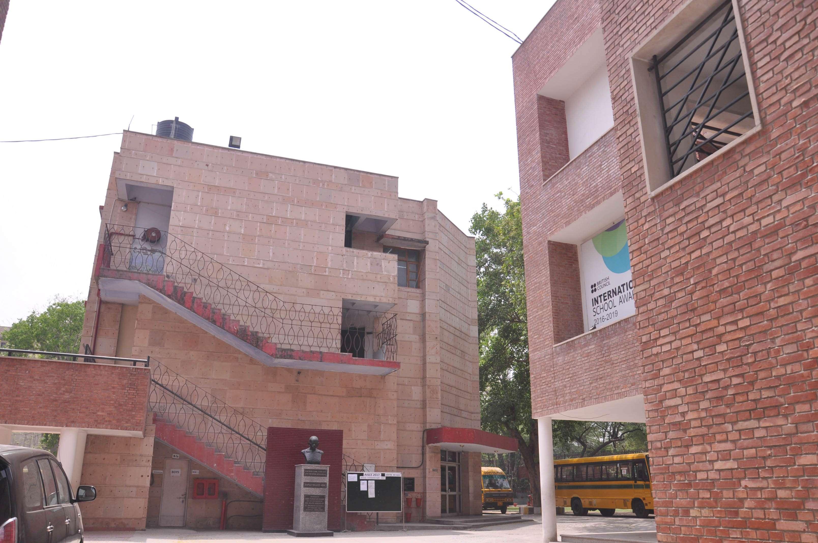 ST THOMAS GIRLS SR SEC SCHOOL MANDIR MARG NEW DELHI 2730014